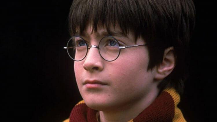第一集《哈利波特:神秘的魔法石》劇照。