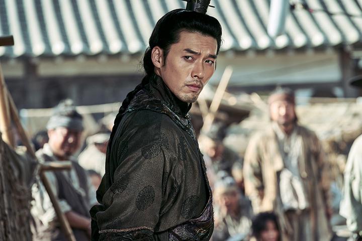 韓星 炫彬 在 古裝版 屍速列車 :《 屍落之城 》中飾演王世子。