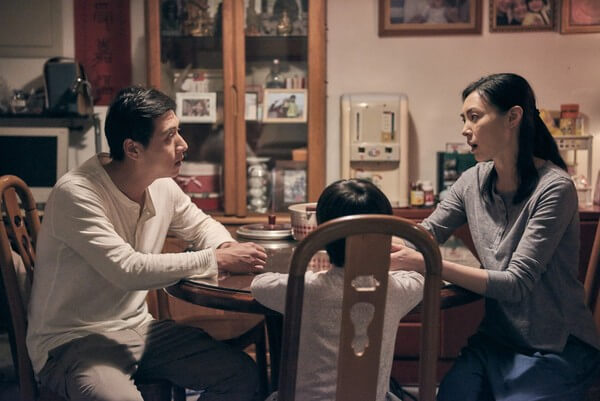 《 上岸的魚 》鄭人碩 跟 曾珮瑜 在片中藉由兒子( 白潤音 飾)探索婚姻感情的幸福初衷。