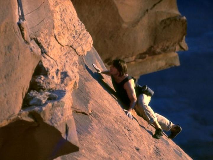 不可能的任務2 : 別太責怪合體失敗的愛情動作片