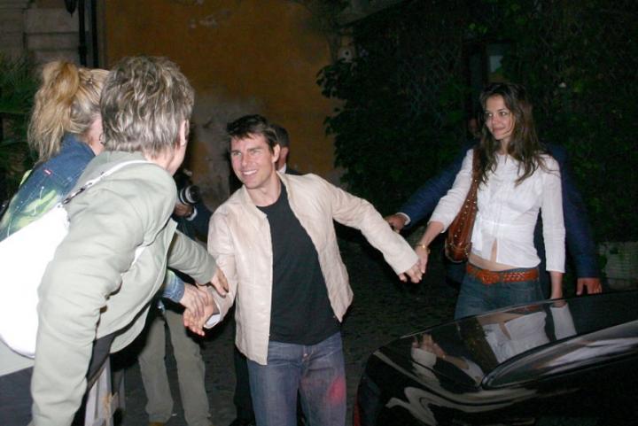 2005年的 湯姆克魯斯 ,帶ˋ著 凱蒂荷姆斯 大方晒恩愛。