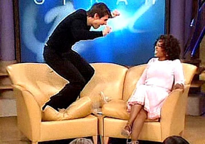 2005 年,阿湯哥接受歐普拉的訪談。