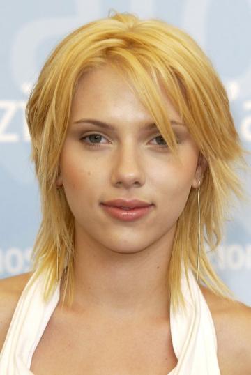 當年剛因《 愛情不用翻譯 》而走紅的 19 歲 史嘉蕾喬韓森 。