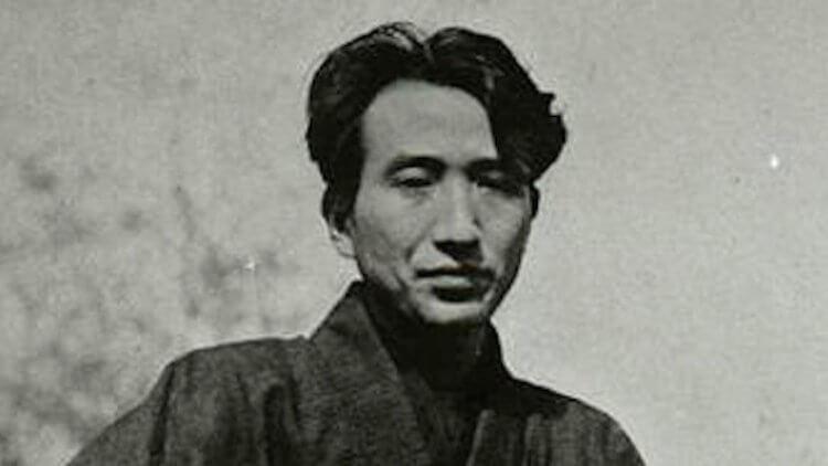《人間失格》為日本知名作家太宰治的代表作品,他將自己的人生寫照寫了進去。