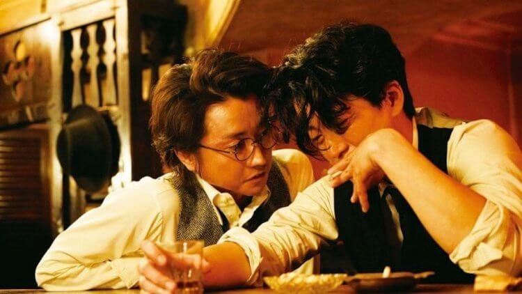 《人間失格:太宰治與他的 3 個女人》藤原龍也飾演另一名作家坂口安吾,將小栗旬飾演的太宰治一步步帶入墮落的深淵。