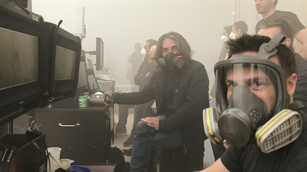 毒霾海嘯!末日災難片《全面霾伏》為求真實劇組戴防毒面具拍片
