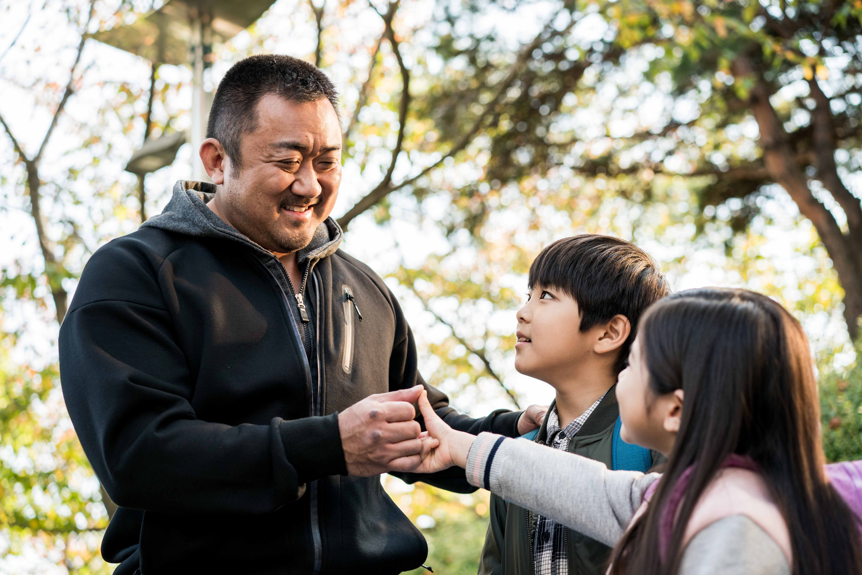 韓國電影《 冠軍大叔 》結合歡笑與溫暖人心的故事。