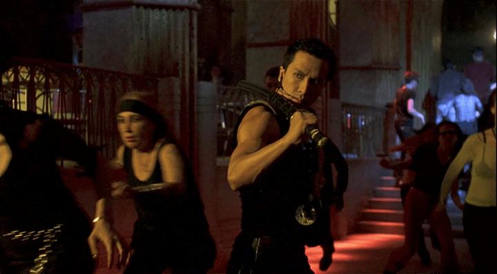 甄子丹 曾參加《 刀鋒戰士2 》中的演出與武術指導。