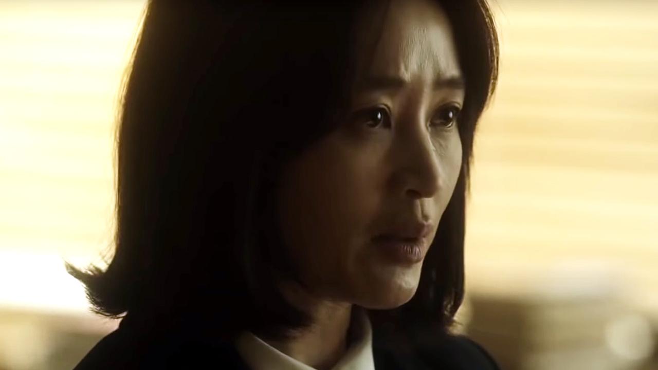 電影以韓組長為切入點,身為女性的她有志難伸,但仍對工作有所堅持。
