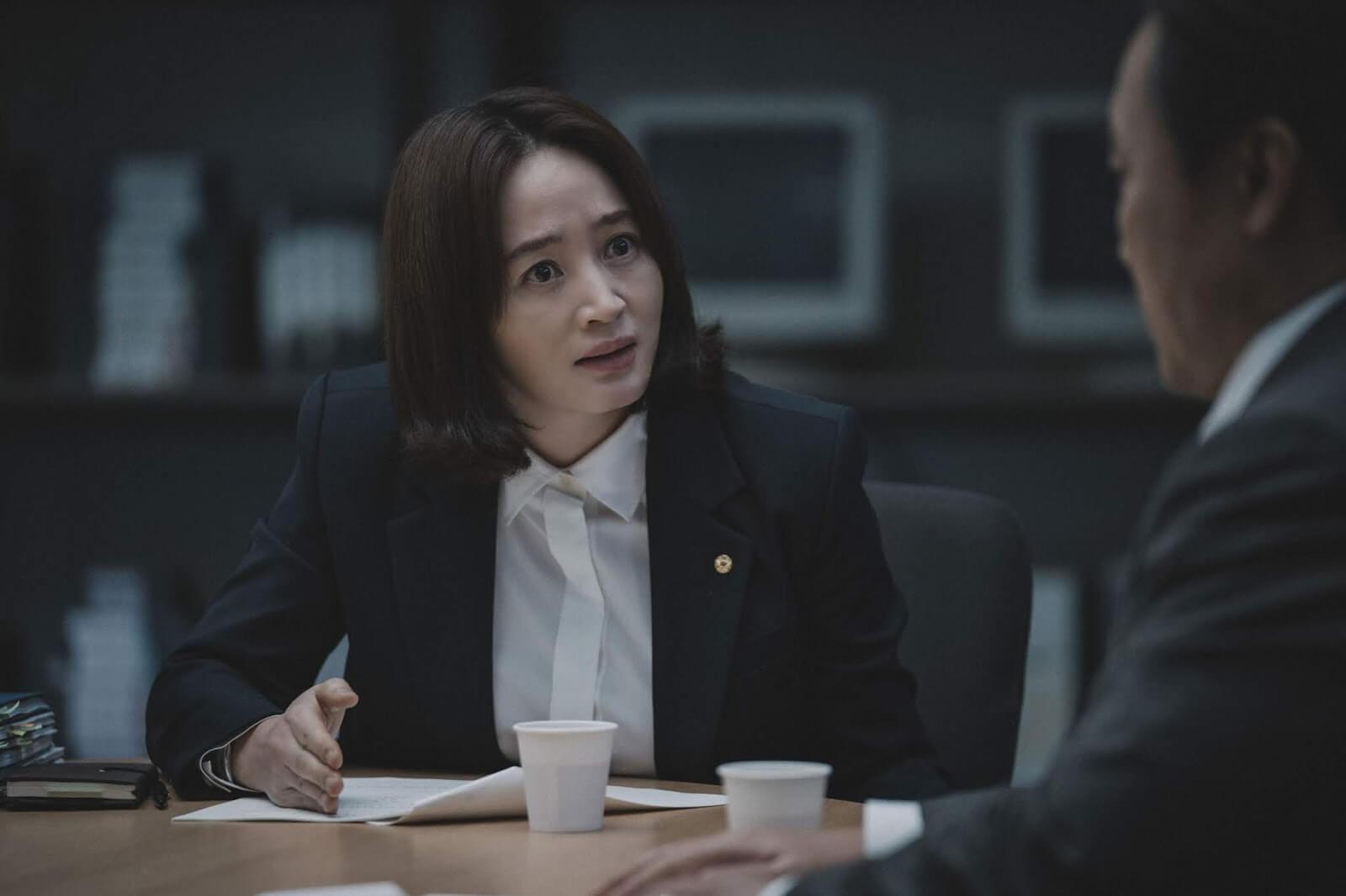 《分秒幣爭》女主角「韓組長」韓詩賢 / 金憓秀飾演。
