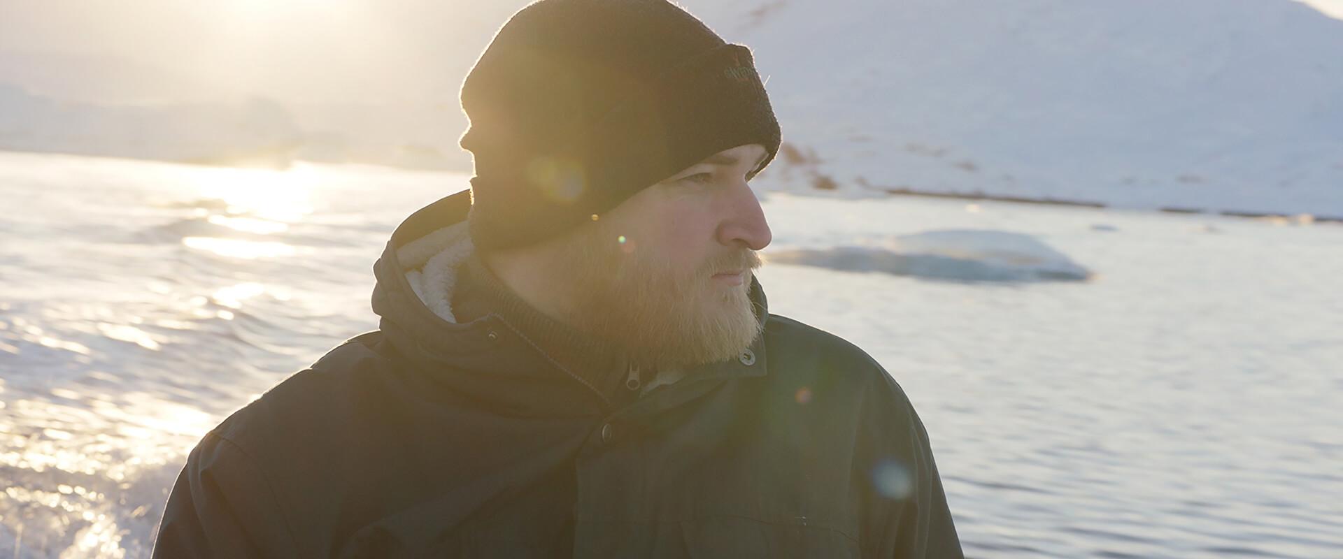 《-北極上學趣-》電影中的教師即為 安納斯 本人演出