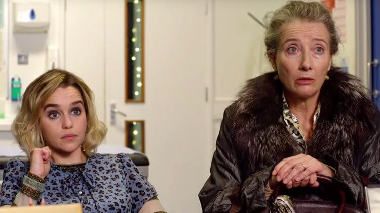 《去年聖誕節》艾瑪湯普遜(右)飾演艾蜜莉亞克拉克的母親,同時也有參與本片編劇。