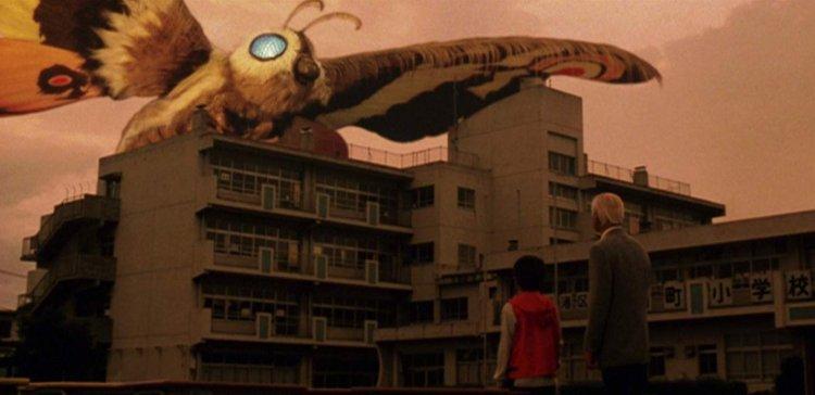 2003 年東寶怪獸電影《哥吉拉×摩斯拉×機械哥吉拉 東京SOS》中可看到摩斯拉現身其中。