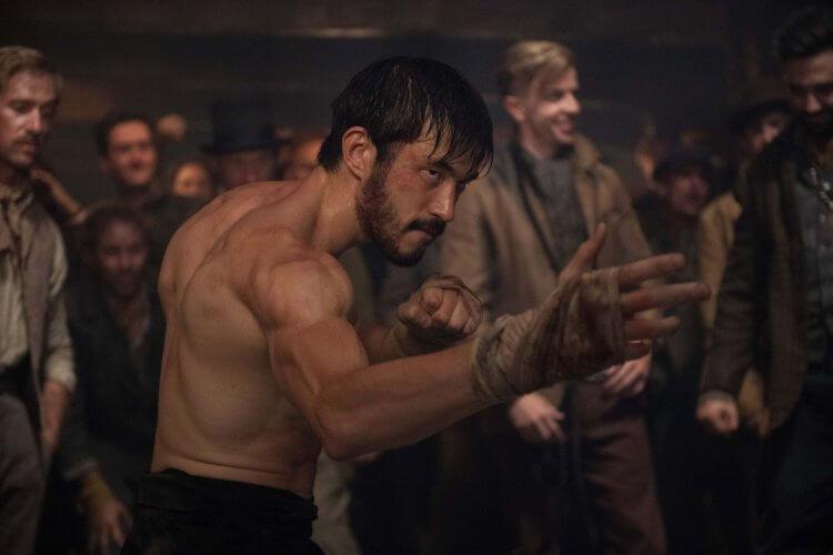 HBO 影集《唐人街戰士》劇照。