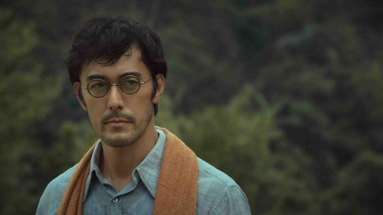改編自馬來西亞同名歷史小說的金馬佳片《夕霧花園》(The Garden of Evening Mists) 男主角由日本知名影星阿部寬擔任。