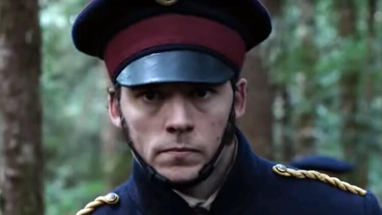 山姆克萊弗林 (Sam Claflin) 在《 夜鶯的哭聲 》中扮演冷血殘酷軍官