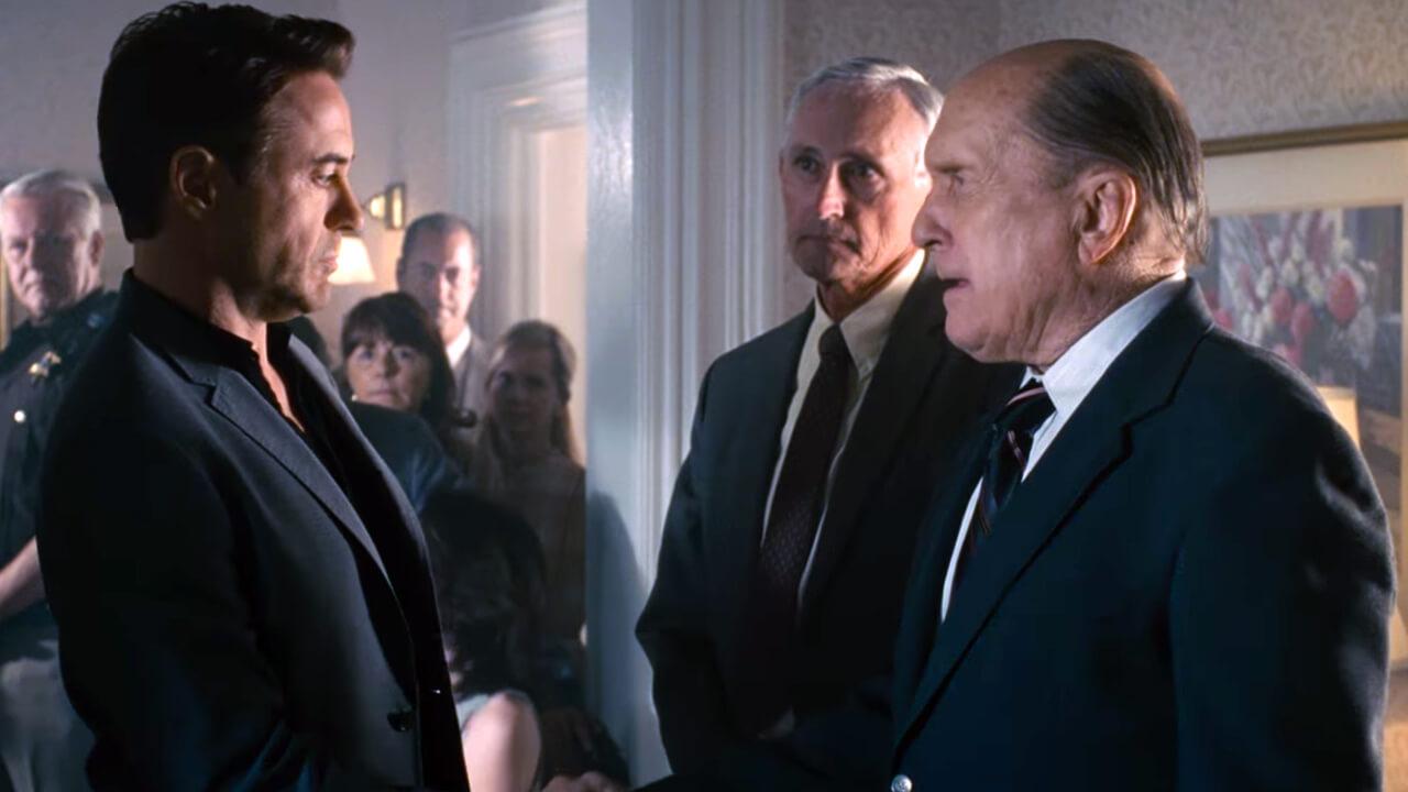 《 大法官 》 小勞勃道尼 勞勃杜瓦 父子針鋒相對的場景氣氛緊張。