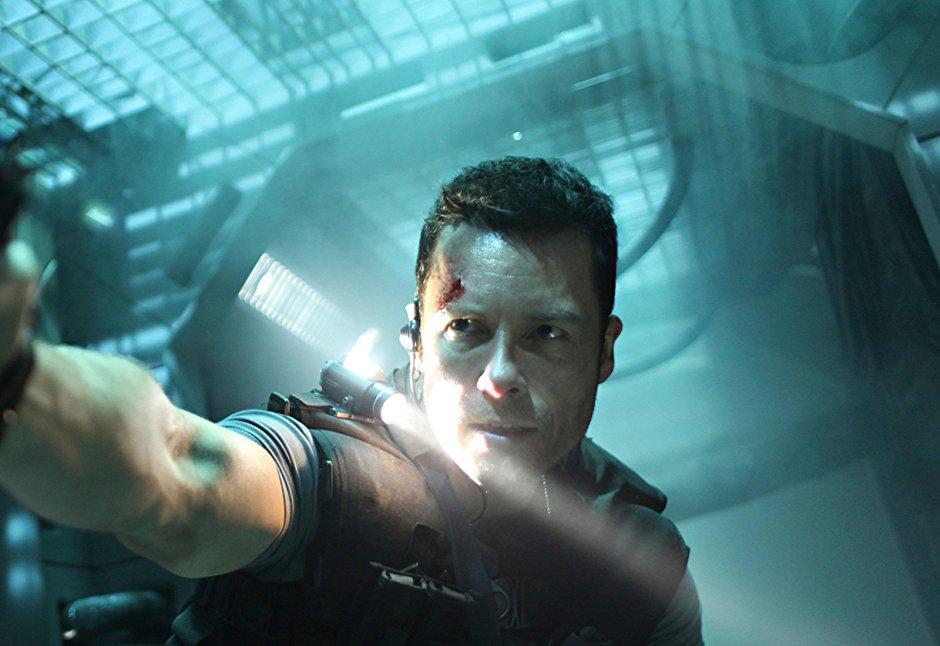 不輸《 死侍2 》 電影《 天外封鎖線 》主角 蓋皮爾斯 劇照。