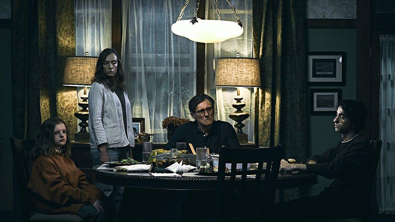 年度最恐 驚悚 片《 宿怨 》(Hereditary) 虛實交錯的推進,讓人窺視葛拉罕一家人的生活。