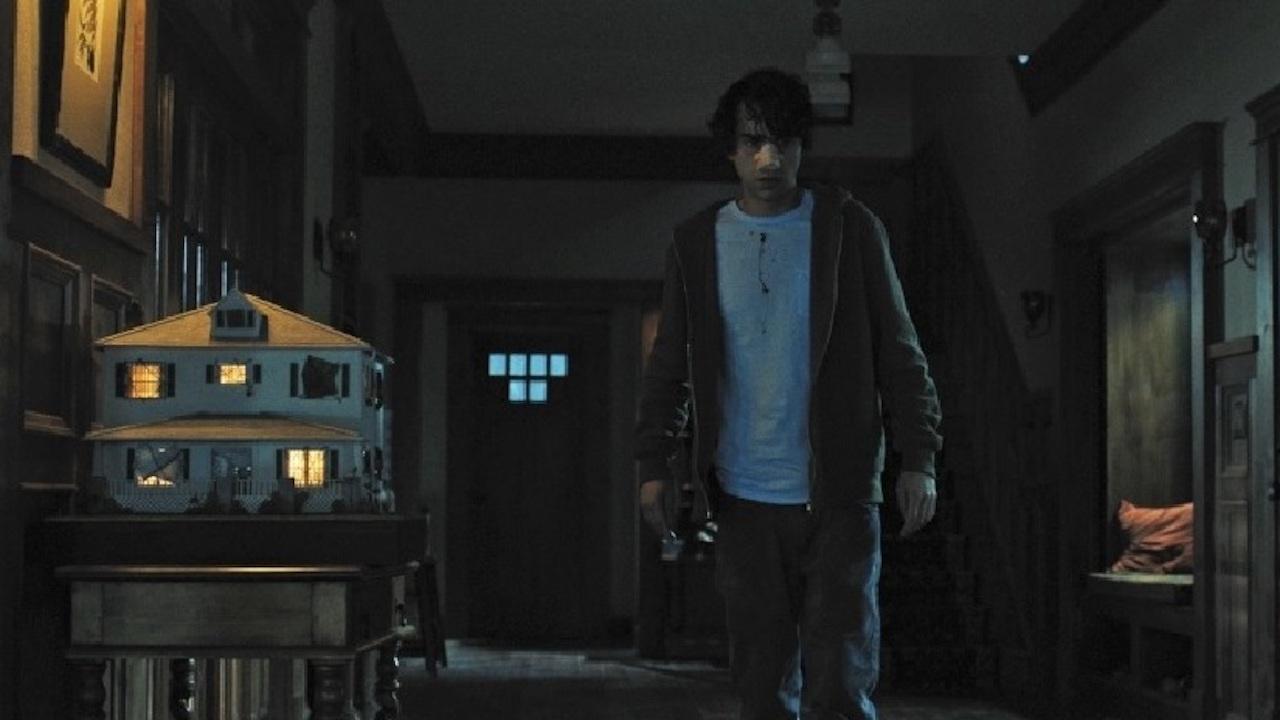 艾力克斯沃爾夫 在《 宿怨 》中所演出的 彼得 ,張力十足。