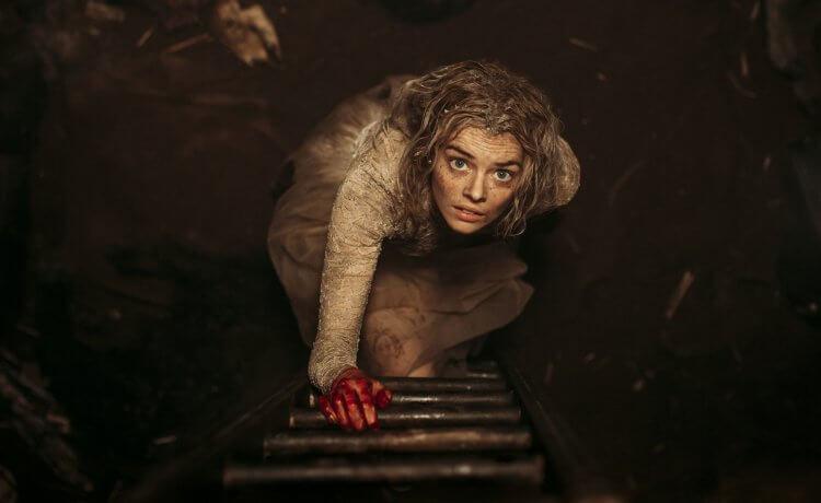 限制級電影《 弒婚遊戲 》 薩瑪拉威明 (Samara Weaving) 扮演孤苦無助的新娘。