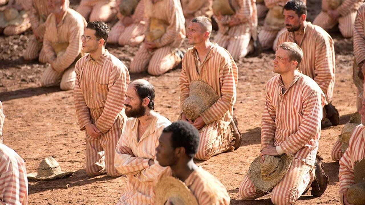 《 惡魔島 》主角與德加之間的感情在獄中更顯難能可貴