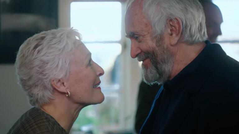 《愛・欺》中的葛倫克蘿絲(Glenn Close)和強納森普萊斯(Jonathan Pryce)。
