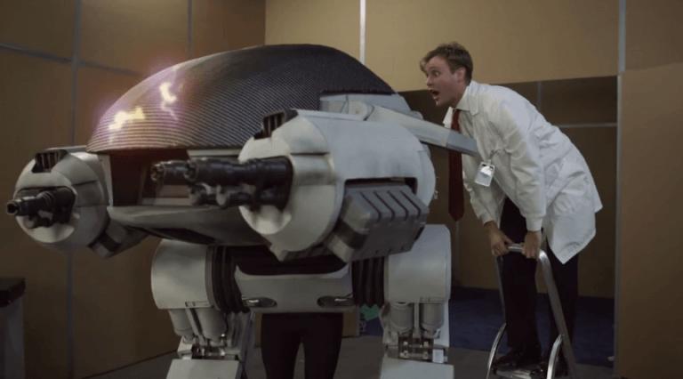 《機器戰警》中的軍用機器人