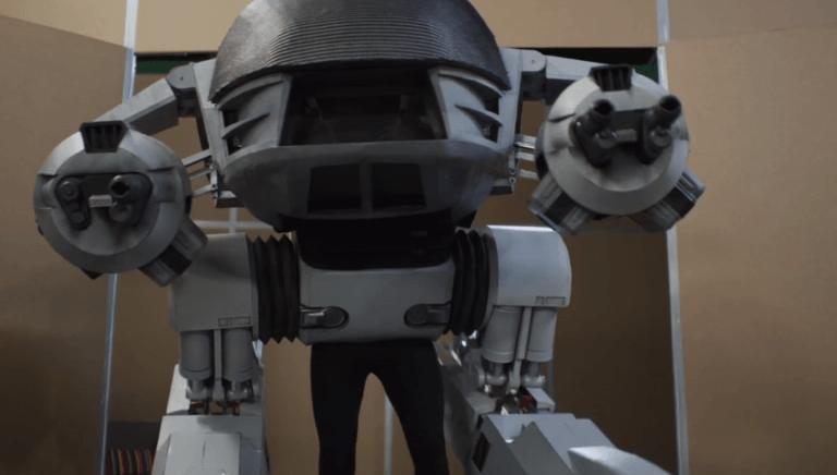 《我們的新機器戰警》劇照