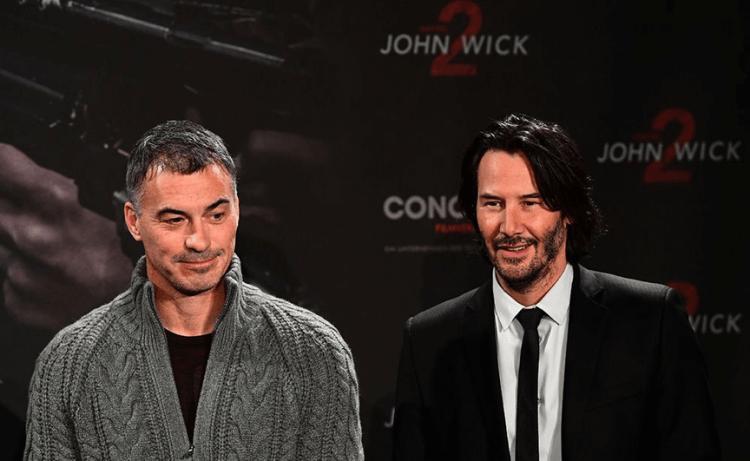 2017 年《捍衛任務 2:殺神回歸》公開活動時的導演查德史塔赫斯基與男主角基努李維。