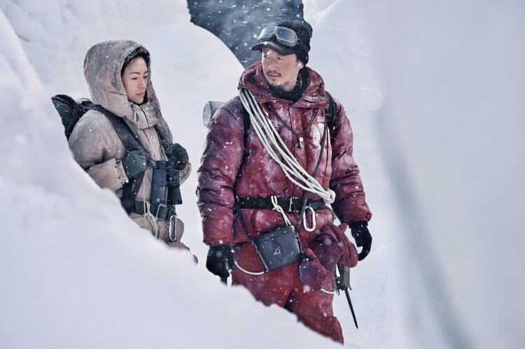 電影《攀登者》中,除了挑戰登頂的人定勝天精神,也有情感的交流。
