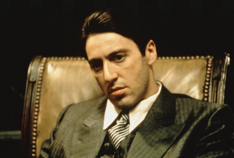 艾爾帕西諾在《教父》系列中飾演二代教父麥可。