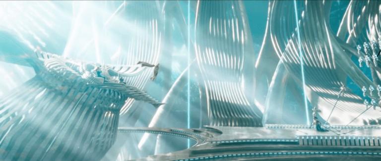 《水行俠》電影預告中,梅拉與烏科爾坐在「海洋領主」歐姆一側的場景。