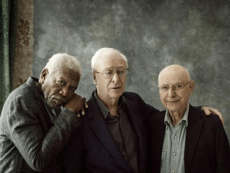摩根費里曼、米高肯恩、亞倫阿金三位好萊塢大前輩影星合演翻拍自 1979 年的同名電影《瀟灑搶一回》。