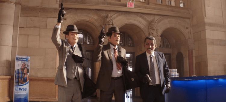 電影《瀟灑搶一回》中,米高肯恩、摩根費里曼與亞倫阿金三位累積年齡超過四甲子的重量級前輩聯手搶劫。