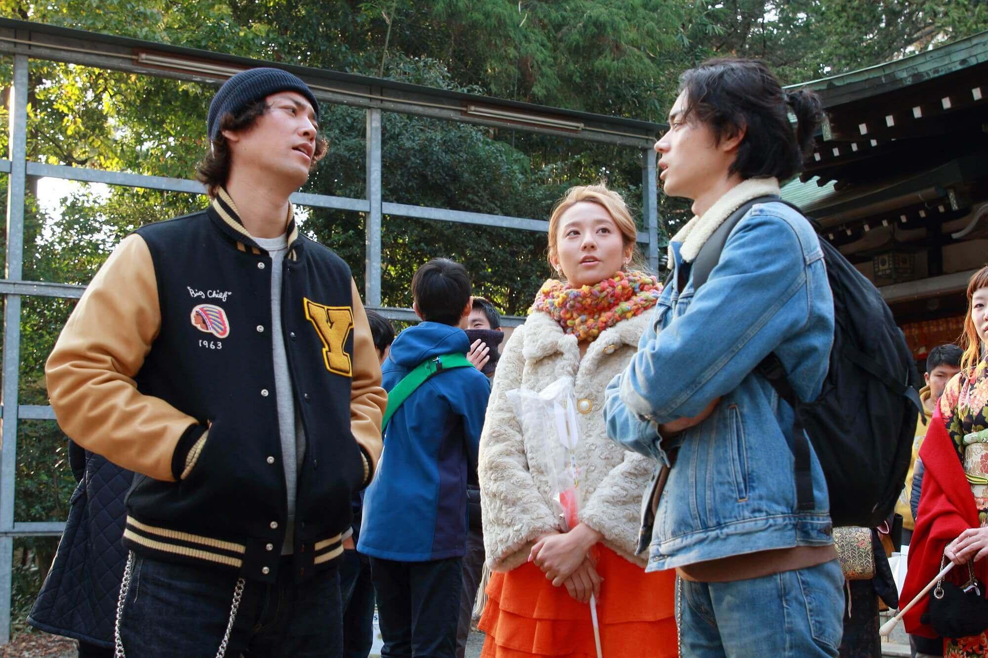 《火花》菅田將暉(右)和桐谷健太(左)粉墨登場飾演漫才藝人,木村文乃(中)則默默支持著兩人。