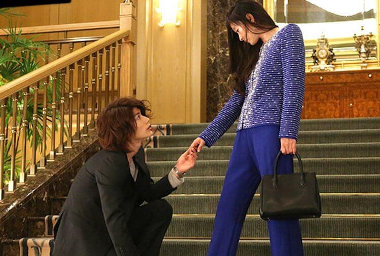 《最後的灰姑娘》三浦春馬與篠原涼子。