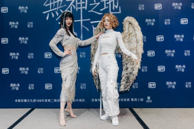 《無神之地不下雨》曾之喬(左)殺青宴扮愛神崔苔菁、柯佳嬿扮大天使加百列