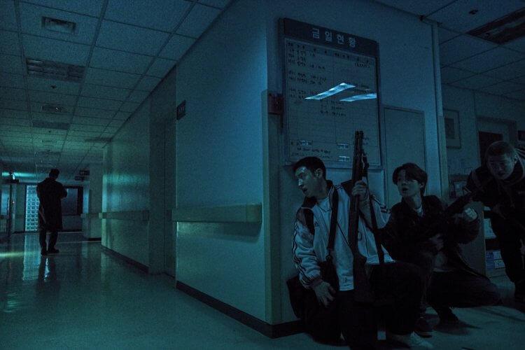 崔宇植新作韓國懸疑片《狩獵的時間》。