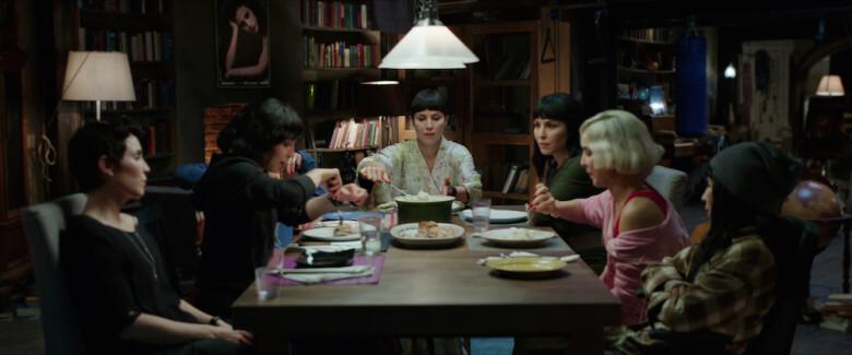 科幻片《 獵殺星期一 》 瑞典女星 歐蜜瑞佩斯 分飾七姊妹。