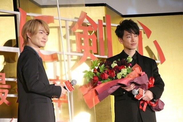 電影《神劍闖江湖 The Final》賣座,日本特別見面場上的神木隆之介與佐藤健。
