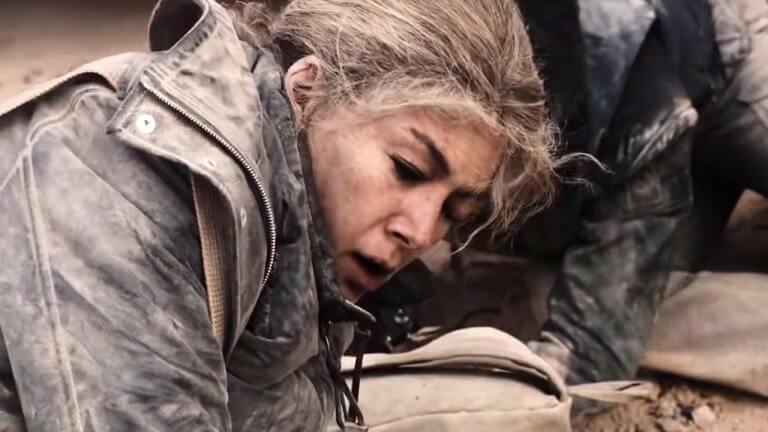 《私人戰爭》不只展現戰地記者瑪麗的堅強,但也表露她隱於人後的虛弱不堪,更加深角色厚度。