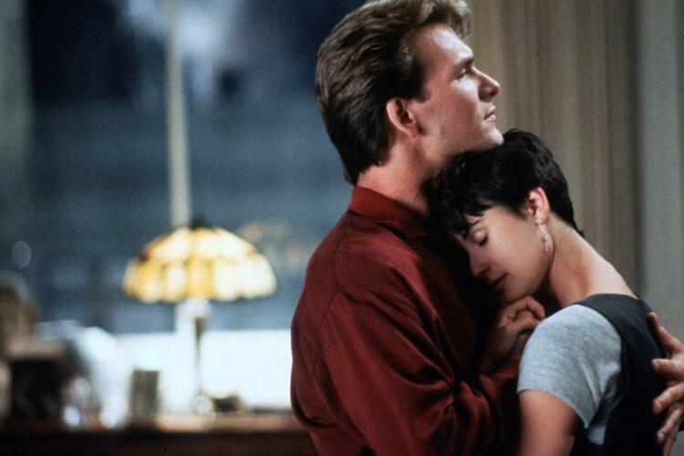派屈克史威茲 (Patrick Swayze)、黛咪摩爾 (Demi Moore) 領銜主演淒美愛情電影《第六感生死戀》將出數位修復版在台重映。