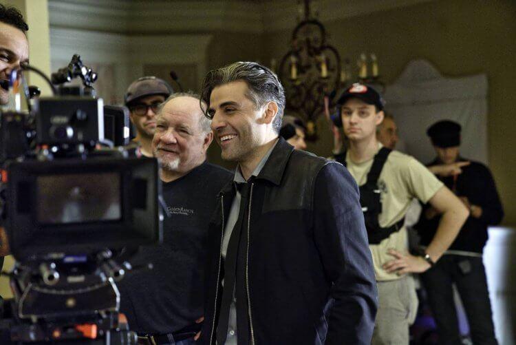 《算牌手》幕後照:(左)導演許瑞德、(右)奧斯卡伊薩克。