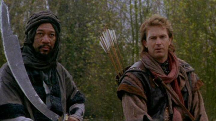 《 俠盜王子羅賓漢 》裡,由 摩根費里曼 飾演的阿辛 (左)。