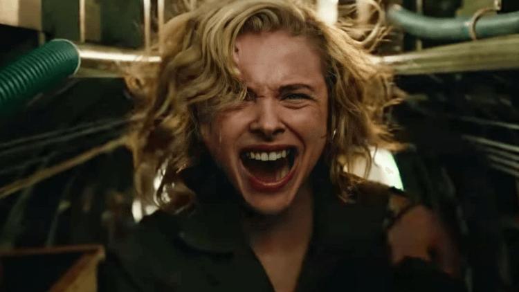 「超殺女」化身轟炸機飛行員打怪!「二戰劇情+怪物」,年度最狂科幻驚悚片《致命天際線》預告釋出首圖