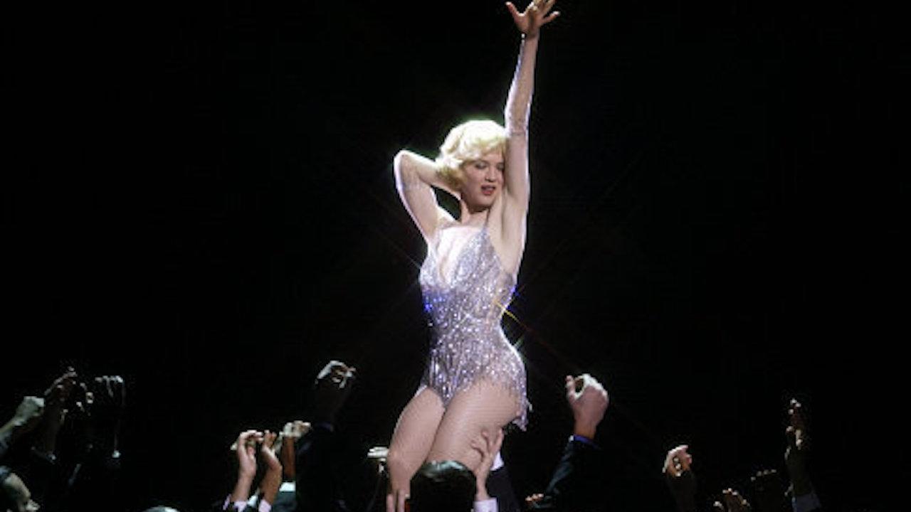 歌舞片 《 芝加哥 》由芮妮齊薇格飾演蘿西哈特。