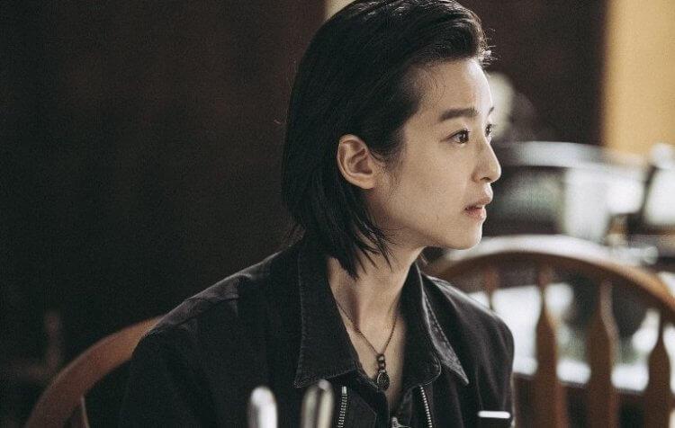 賴雅妍以帥氣造型演出《花椒之味》,扮演撞球選手