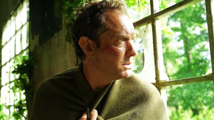 裘德洛主演!影集《荒島第三日》9/15 起 HBO 與美同步上線首播,揭開與世隔絕島嶼的神祕面紗首圖