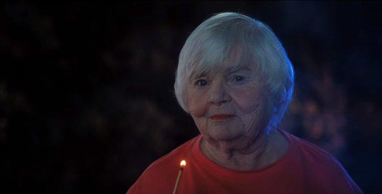 Netflix 喜劇電影《萬聖節救星修比》朱恩斯奎布 (June Squibb) 。